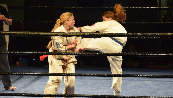 Karateka's Fight Game Academy in actie