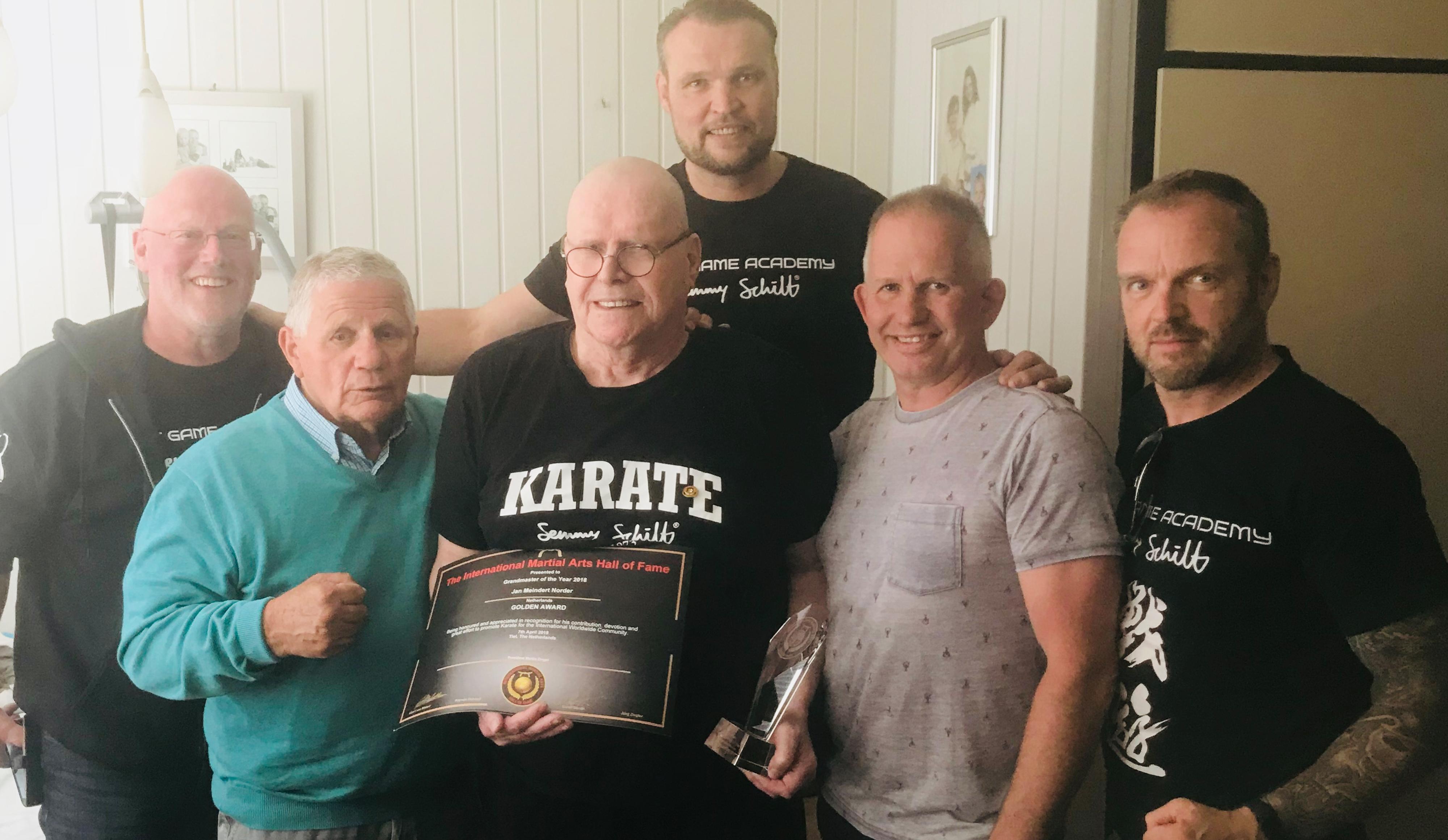 Jan Norder ontvangt award voor verdienste in de vechtsport
